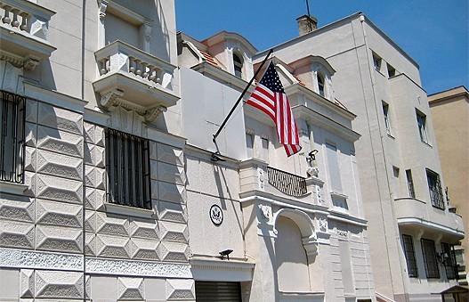 За већину политичара у Србији америчка амбасада је једина институција коју поштују